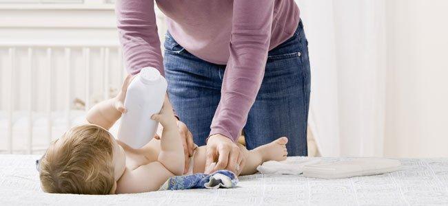 Niño con polvos de talco