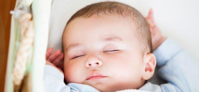 Bebé duerme plácido