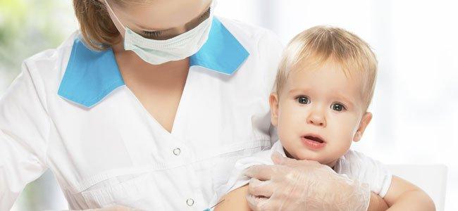 Vacuna a bebé