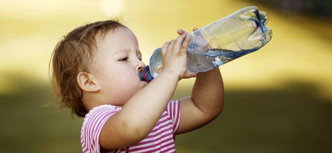 Cómo aliviar los síntomas de calor en los niños
