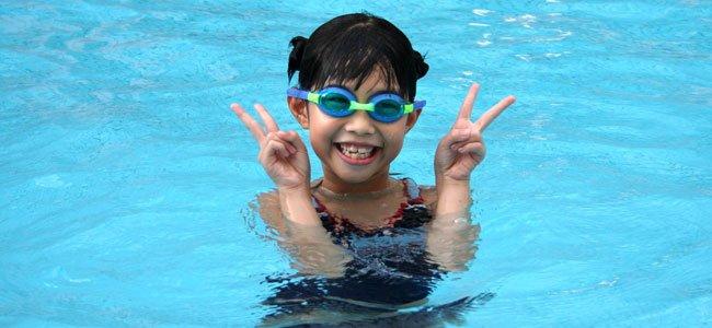 Cuidados con el cloro de las piscinas y los ni os for Alcampo piscinas para ninos