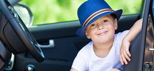 Riesgos de dejar al bebé dentro del coche en verano