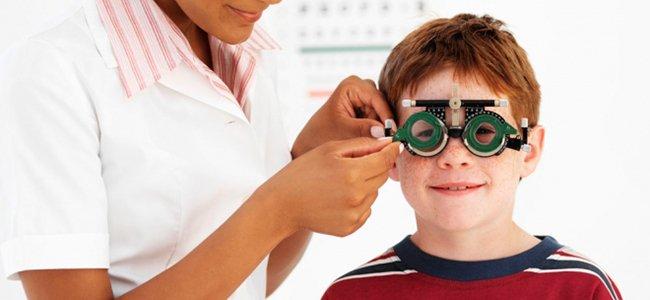 Llevar al niño al oftalmólogo