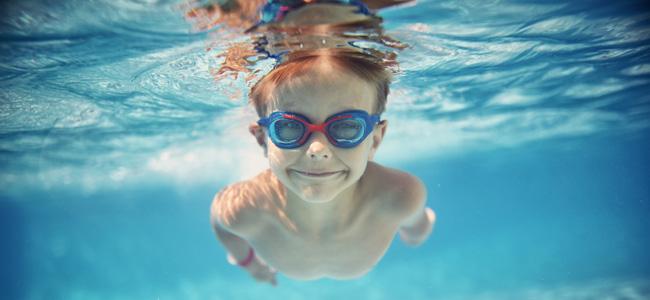 Cuidados del o do de los ni os en la piscina for Cuidado de piscinas