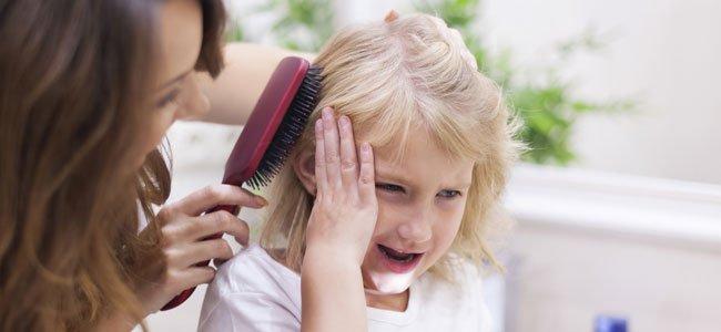 Cómo desenredar el pelo a las niñas