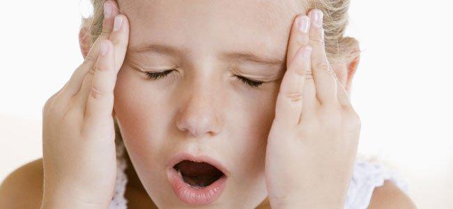 ¿Qué puede causar dolor de cabeza en los niños?