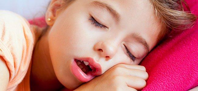 Cuando los niños duermen con la boca abierta