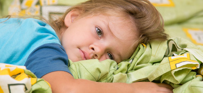 Niños que duermen con los ojos abiertos