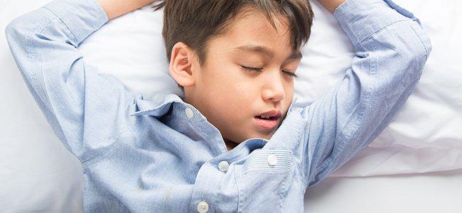 Niños que se destapan por la noche, ¿qué hacer?