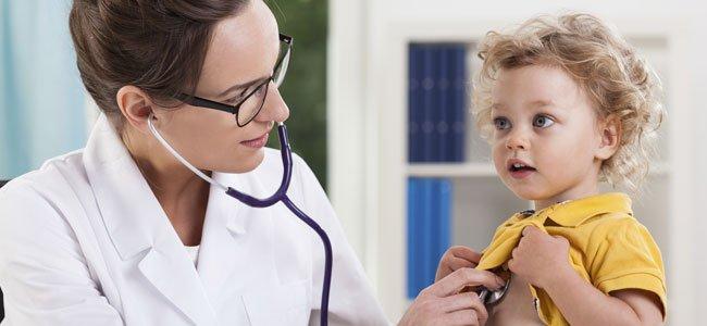 Enfermera con niño