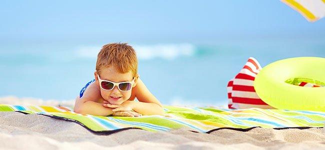 ¿Deben usar gafas de sol los niños?