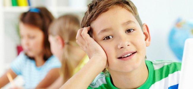 Niño con TDAH en la escuela