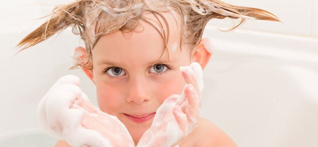 Frecuencia para lavar el pelo a un niño