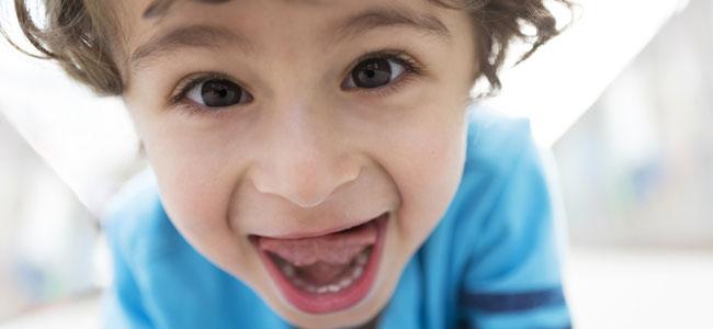 La decisión de cortar o no el frenillo lingual a los niños