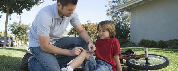 Cómo limpiar una herida a un niño.