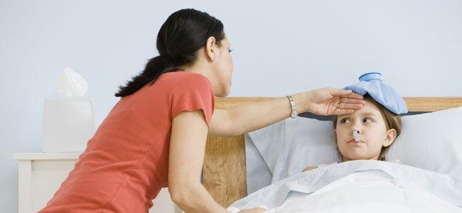 Madre con niño enfermo