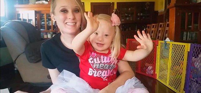 Madre subrogada se queda con la niña con Síndrome de Down