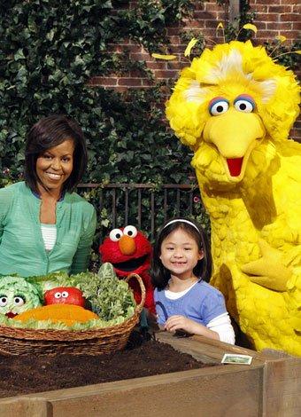 Michelle Obama y Big Bird contra la obesidad infantil