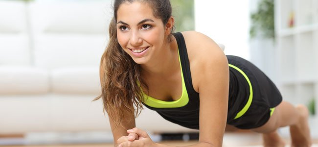 Mujer hace gimnasia