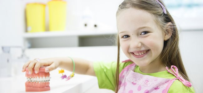 Qué es la mordida cruzada y cómo afecta a los niños