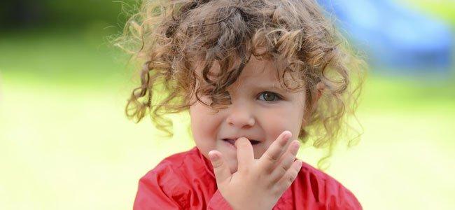 Los niños que se muerden las uñas tienen menos alergias