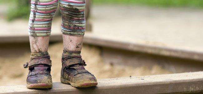 Limpiando los zapatos en la orilla del lago - 3 part 6