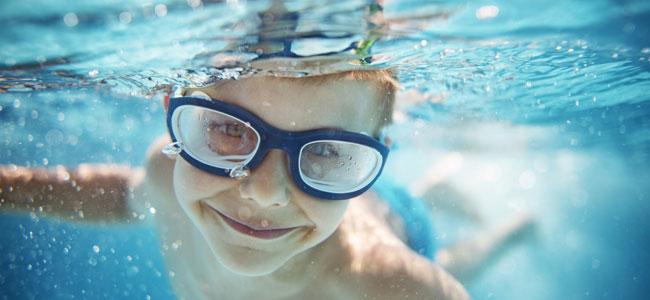 Por qué deben usar los niños gafas de buceo
