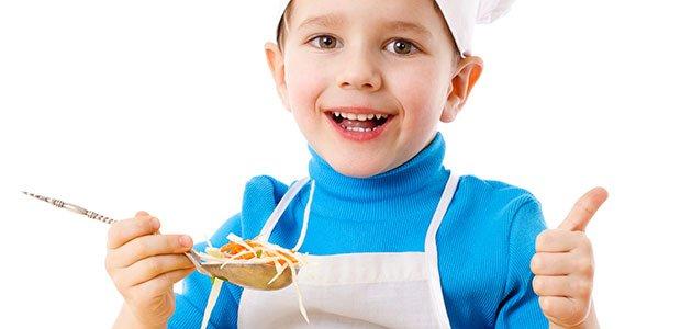 Niño con cuchara