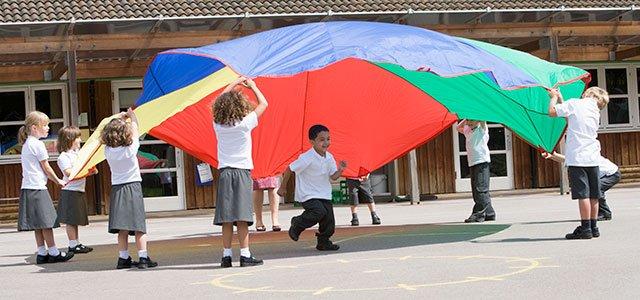 Niños con paracaídas