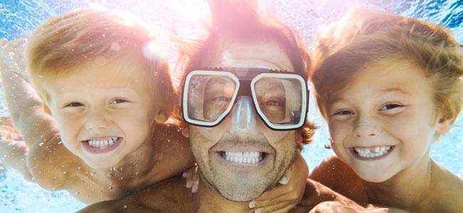 El cloro de la piscina estropea los dientes de los niños