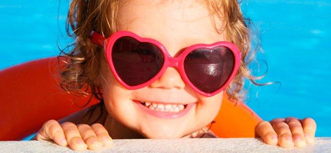 Precaución con niños en la piscina