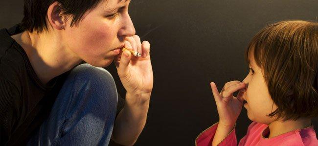 Por qué no se debe fumar al lado de los niños