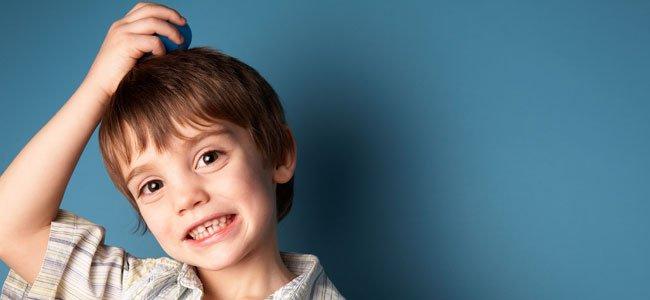 Niño con síndrome de Tourette