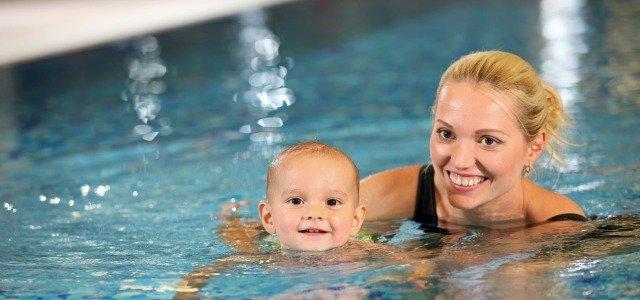 Cómo enseñar a nadar a los niños